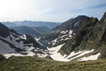 Vista de l´estany d'Alba i el pic d'Alba (2.764m).
