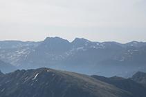 Puigpedrós de Lanós (2.842m) i Coma d'Or (2.826m).