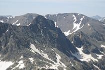 El Pic i el Cilindre d'Escobes des de la Punta Sud del pic de Rulhe.