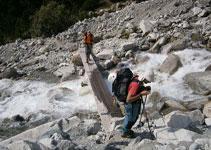Creuem el torrent que baixa de la vall de la Pilatte.