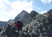 Després de superar la fissura vam atacar la cresta per arribar fins al primer pic (2.643m).