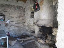 Interior de la cabana de la Besina.