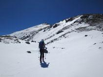 Des de la Portella de Siscar avancem en direcció cap a la cresta del Nérassol.