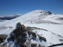Des de l´avantcim del Nérassol (cota 2.594m) ja veiem, a l´E, el pic de Nérassol.