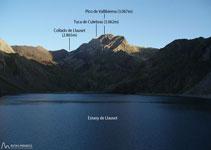 A davant nostre tenim l´estany de Llauset, al fons el pic de Ballibierna (3.067m) i la Tuca Culebres (3.062m).