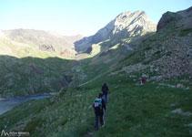 Al fons el Ballibierna, que estarà gairebé sempre present i ben visible durant tot el recorregut.