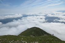 Un mar de núvols cobreix gran part de l´Alt Béarn (França).