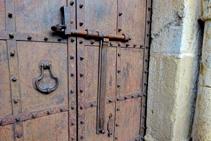 Detall de la porta de Sant Llorenç.