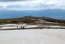 Baixem del cim en direcció a les Molleres del Puigpedrós.