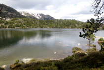 Estany de Malniu, un estany d´origen glacial, dels més populars de la Cerdanya.