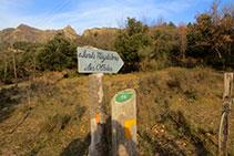 Senyal indicatiu del camí a Santa Magdalena i les Olletes.