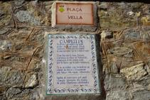 Inscripció a la plaça Vella de Campelles.