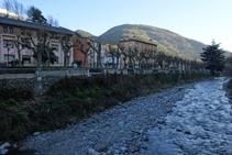 El riu Freser i el passeig Àngel Guimerà.