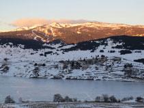 Vistes del llac i el poble de Puyvalador