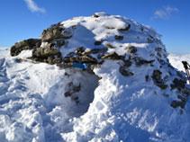 Cabana al cim del Roc de Madres