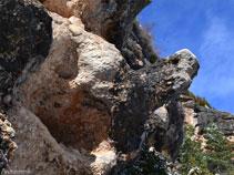 """Curiosa formació rocosa just al punt on agafem el """"Camí de la Roca de Canalda"""""""