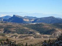 Vistes a la Serra de Busa amb el Cogul i el Capolatell