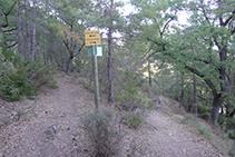 Trencall: nosaltres agafem el camí de l´esquerra cap al Grau de Porta/Ruta del Corb.