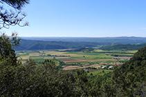 Vistes dels camps de Peramola, la plana d´Oliana i la cua del pantà de Rialb des del Grau de Porta.