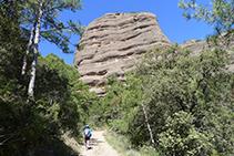 Arribant a la base de la Roca del Corb.