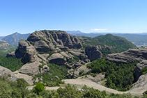 Vistes de la Roca de Sant Honorat des de la Roca del Corb.