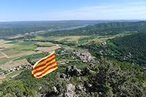Vistes de la vall del Segre, la serra de Sant Marc i Peramola des del Roc de Cogul.