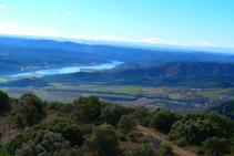 Vistes del pantà de Rialb i les terres de la Noguera.