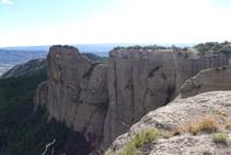 Roc de la Presó i Roca de Sant Honorat (S-SE).