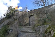 Porta de l´església de Santa Maria de Castell-llebre.