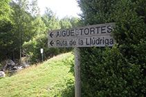 Un cartell indicador de la Ruta de la Llúdriga.