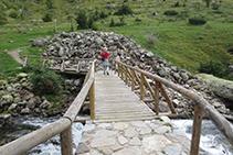 Passarel·la per on creuem a l´altra banda del riu de Sant Nicolau.