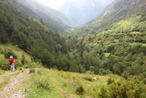 Baixant per la vall de Sant Nicolau cap a la Palanca de la borda de Pei.