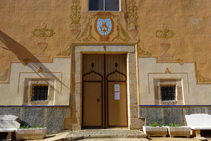 Detall de la portalada de l´ermita de Sant Quirze.