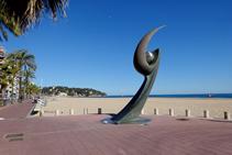 Monument a la platja de Lloret de Mar.