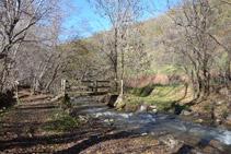 Pont de fusta sobre el riu del Cantó.