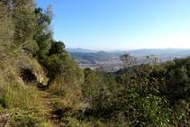 Camí al vessant solei de l´Esquei d´en Pujol.