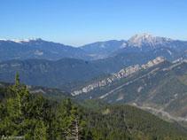 La serra d´Ensija, amb el pic de la Gallina Pelada (2.320m), i el Pedraforca (2.497m).