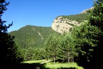 El Cap del Tastanós des del pla del castell de Roset.