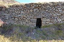 Mur de pedra seca amb concavitat.