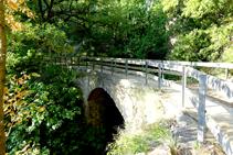 Pont sobre el torrent de Peguera.