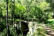 Pont curvilini de l´antic traçat del tramvia.