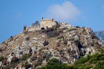 Ermita de Sant Pere de Madrona des del coll de Santa Magdalena.