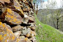 Parets de pedra seca camí a Cerbi.