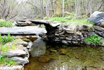 Pont enllosat del riu d´Unarre.
