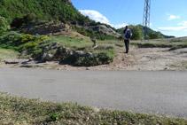 Pista asfaltada que creuem a costat de Colltinyós.