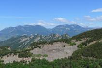 Serra de Picancel en primer terme i serra de Queralt, Rasos de Peguera, serra d´Ensija i massís del Pedraforca al fons.