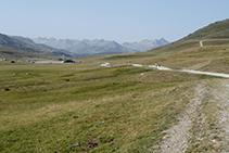 Vista cap al Pirineu axial des del pla de Beret.