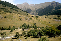 Fora de la ruta base: deixant enrere el poble abandonat de Montgarri.