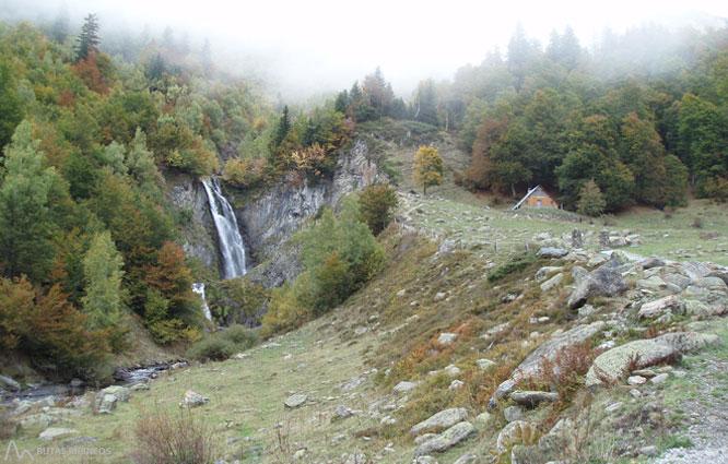 Saut deth Pish a la vall de Varradòs 1