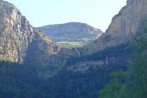 Detall del circ de Cotatuero i la cascada de Cotatuero.